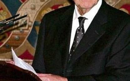 Noticias- Internacional: Poeta argentino Juan Gelman reivindica la memoria al recibir el Cervantes