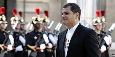 """Correa: """"Debemos conversar con Uribe"""""""