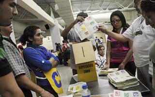 Resultados confirman ventaja parlamentaria para el FMLN