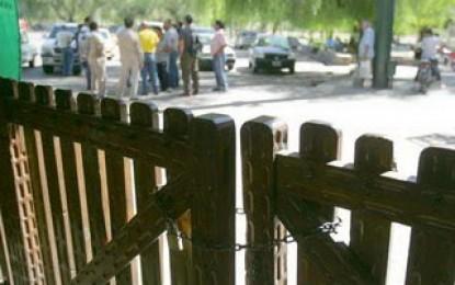 Empleados del zoológico en huelga
