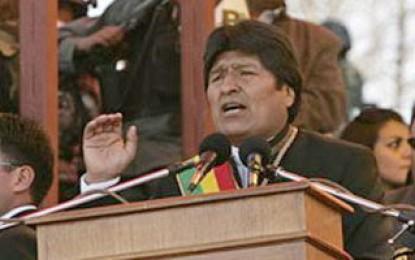 Evo Morales dice que Oscar Arias comete un error al promover amnistía para Zelaya