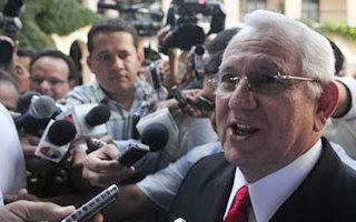 Honduras: a un mes del golpe, Micheletti insiste con que Zelaya no volverá al poder