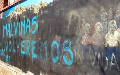 Encapuchados armados atentaron contra el Mural de la Memoria