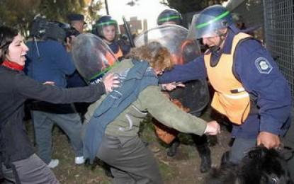 Represión y desalojo violento en Terrabussi