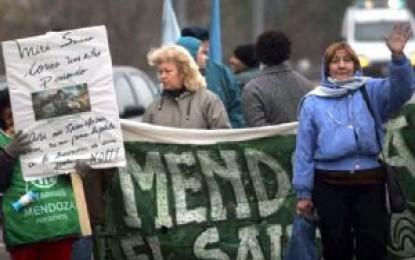Los estatales cortan hoy rutas y protestan en los hospitales