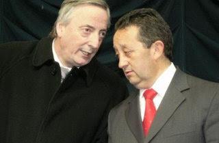Kirchner en Mendoza. Alfonsín versus Cobos y sus huestes locales. CTA: Blas versus el pollo de Yasky