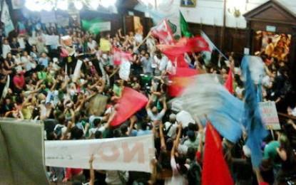 Marcha contra minera San Jorge. Miret en caída libre. WikiLeaks, Jaque y los yanquis.