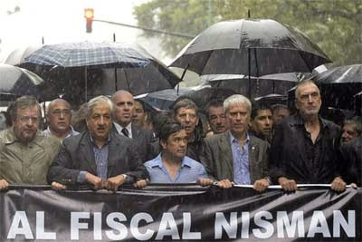 Fiscales maaarchen!!!…uno dos – uno dos – vista a la dereeechaaa!!!