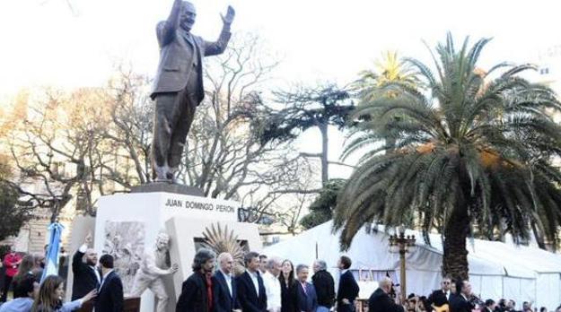 La estatua y el discurso
