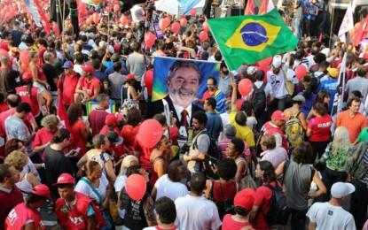 Contra el golpe, con una multitud en la calle