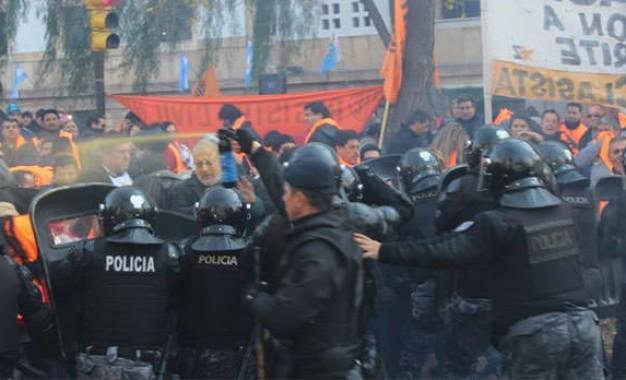 La represión está latente en Macri y Cornejo