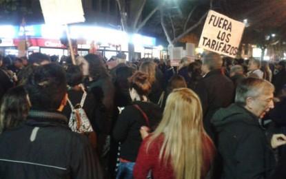 Nutrida y ruidosa manifestación contra el tarifazo en Mendoza