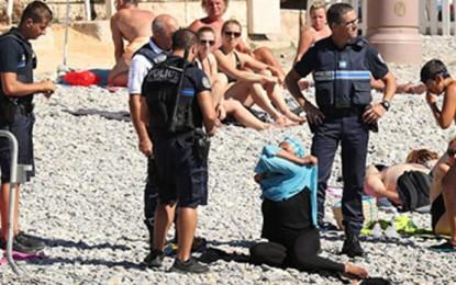 Suspenden prohibición del burkini en playas francesas