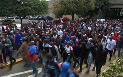 """Sudáfrica: """"Las matrículas deben ser eliminadas"""", estudiantes demandan educación gratuita"""