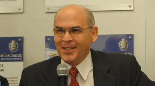 """Carlos Lombardi: """"El financiamiento estatal para la Iglesia es anacrónico y debería derogarse"""""""