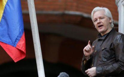 """Assange """"EEUU ha encontrado un nuevo Irak en Venezuela"""""""