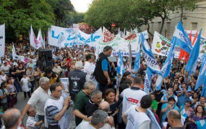 """Una multitud dijo no a las """"reformas"""" del gobierno"""