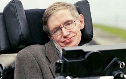 El controvertido científico Hawkins murió tras implacable invalidez