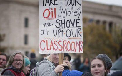 EEUU: miles de docentes en Oklahoma exigen mejoras salariales