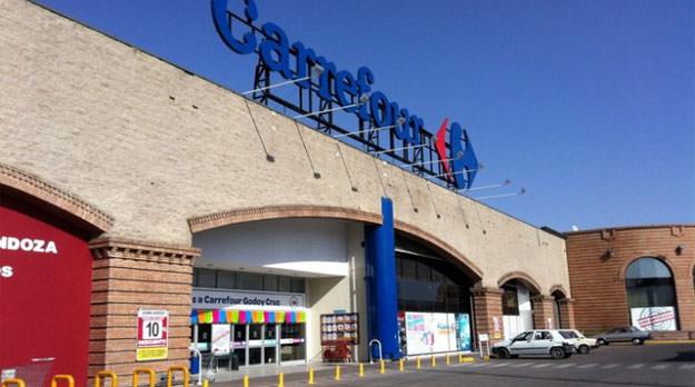 Carrefour: Peligran los puestos de trabajo de más de 400 mendocinos