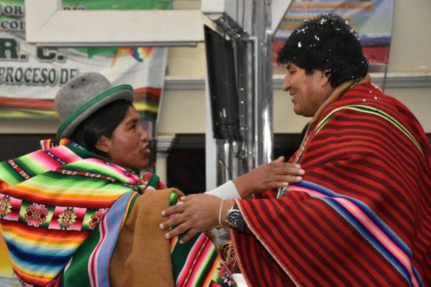 """Balance a futuro de Bolivia, """"un país vestido de indianitud"""""""