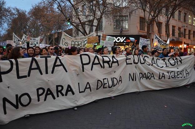 Multitudinaria marcha educativa en Mendoza