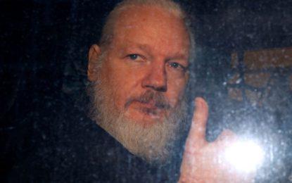 Assange nos enseñó sobre las sombras de nuestra libertad – ahora tenemos que defenderlo