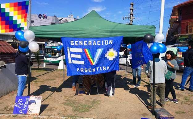 Florecen mil casas de campaña en Argentina en apoyo a Evo-Álvaro