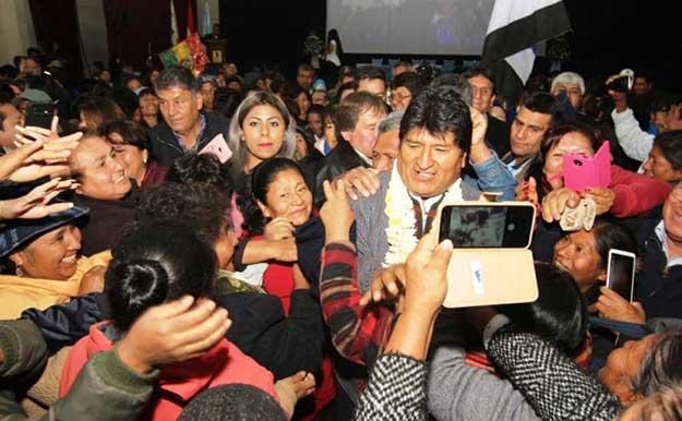 """Campaña internacional """"Un Abrazo Para Bolivia"""" por la continuidad del proceso de cambio"""
