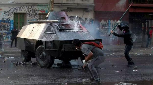 50 días de enfrentamientos entre manifestantes y policías en Chile