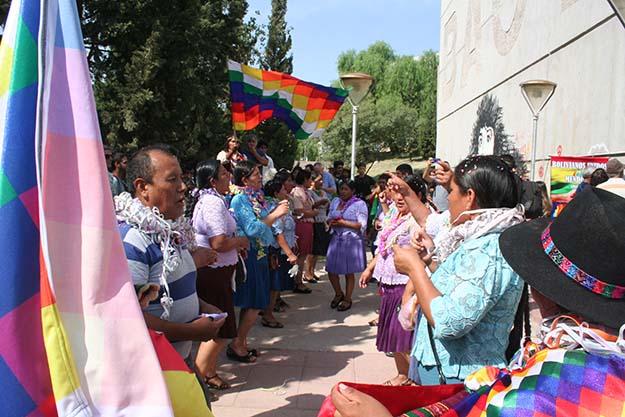 El color y la danza andina también fueron un homenaje a Evo