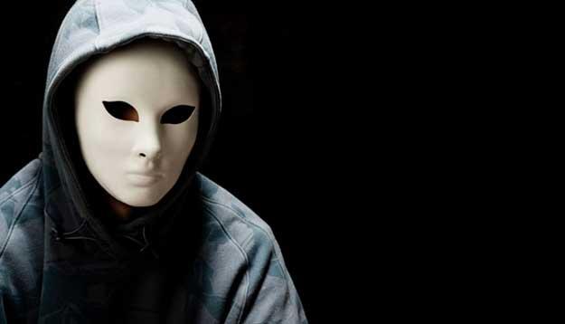 Almas negras, máscaras blancas