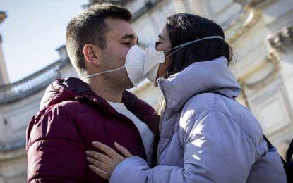 Pandemia restringirá para siempre los abrazos y dar la mano de saludo