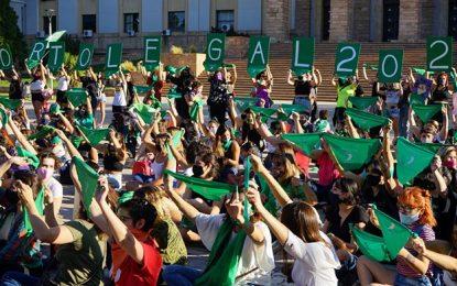 Pañuelazo en Mendoza por el aborto legal