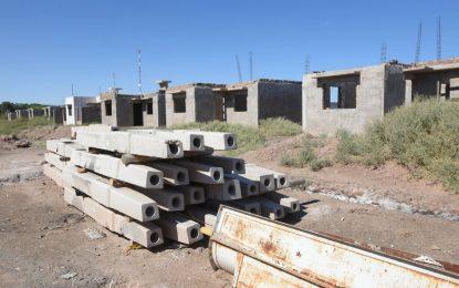 A pesar del odio de clase, avanza el plan para terminar las casas del barrioTupac Amaru